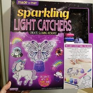 Sparkling light catchers toy